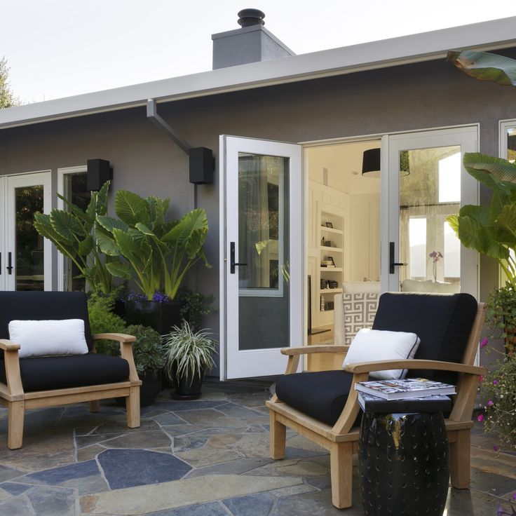 Refresh your home this spring with Kelly-Moore Paints! This Newsprint exterior paint color adds a contemporary vibe to any outdoor space.
