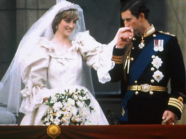 Vestido de noiva da princesa Diana em exposição no Canadá. #casamento #vestidodenoiva #realeza #Diana