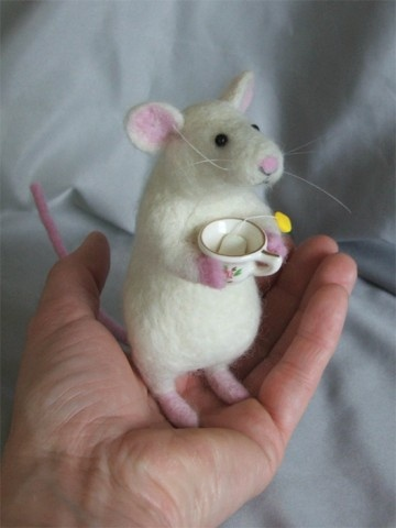 needle felted White Mouse