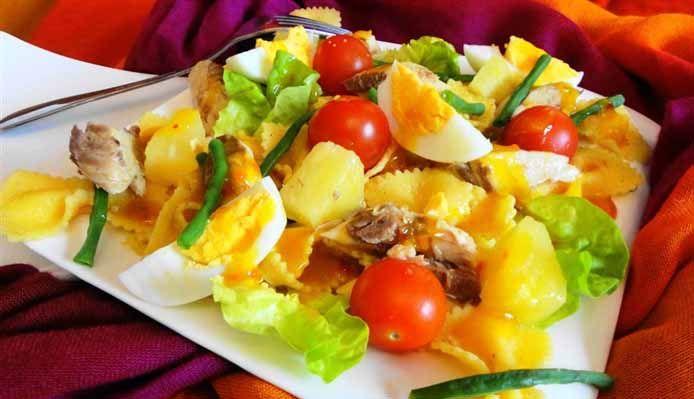 Surinaams eten – Kousenband Makreel Salade (slanke en gezonde salade met zoet-zure Madam Jeanette dressing)