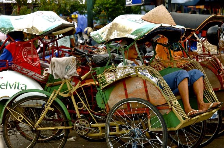 Yogyakarta | Bacek lineup near Marlboro.