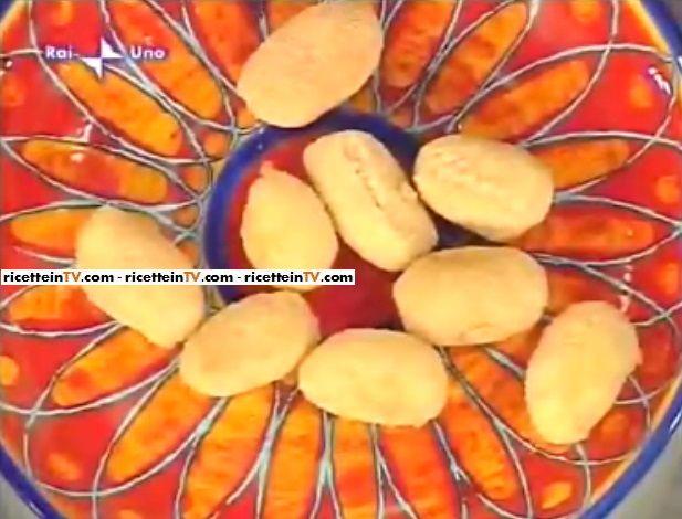 La ricetta delle crocchette di mortadella e patate di Alessandra Spisni, la celebre cuoca de La prova del cuoco. Ingredienti e procedimento.