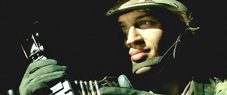 Tom Hardy as Twombly in Black Hawk Down | Swoonworthy