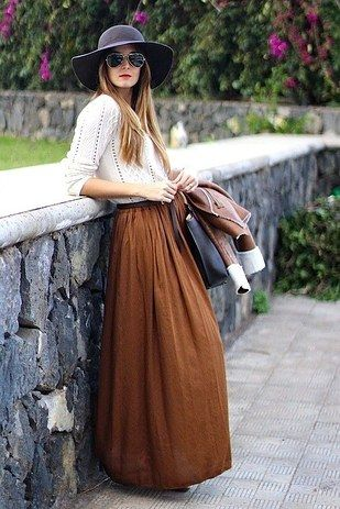 Falda larga:   14 Prendas súper útiles para hacer la transición de verano a otoño