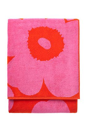 If I were in the market for a $90 beach towel, I'd pick this one.