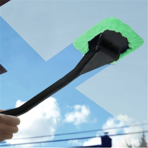 Highlights: Easy Cleaning• Large microfiber pad cleans smudges, water marks, and dirt• Handle lets you reach far corners of windshield without leaving your seat
