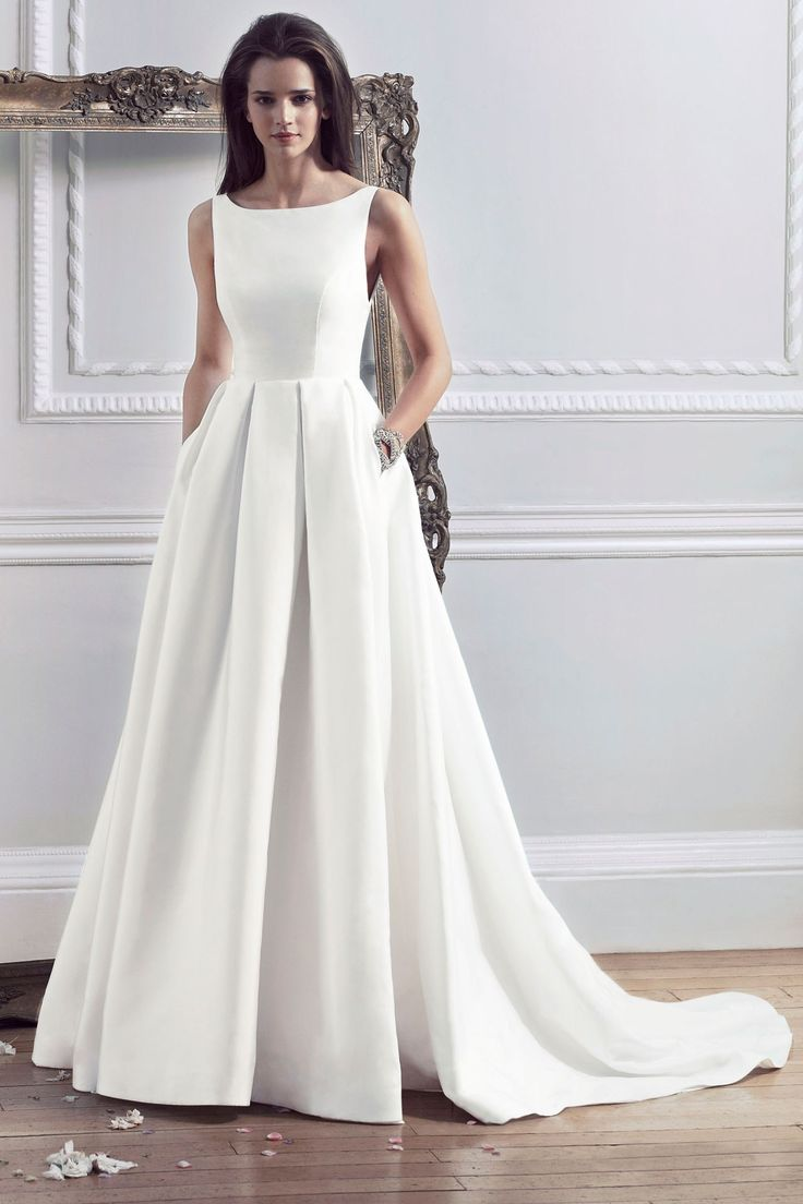 Love this simple elegant gown! Caroline Castigliano - 2014 English Heritage Collection - Hepburn