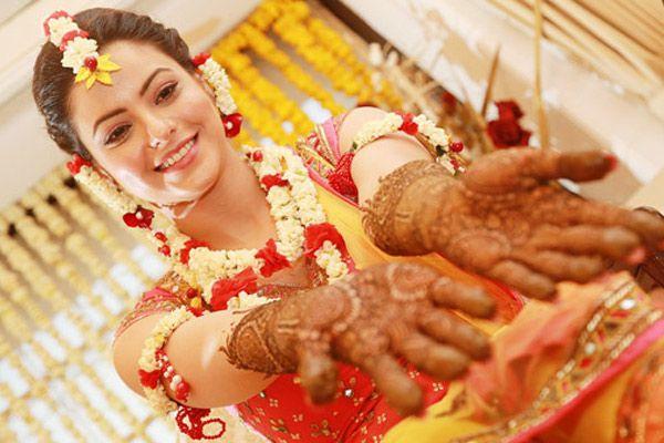 How to Look Stylish on Your Mehendi Ceremony - BollywoodShaadis.com