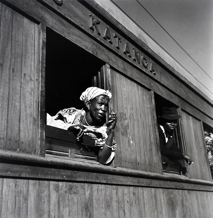 Pierre Verger: Passengers of Katanga train, Belgian Congo (RDCongo) (ca 1951)