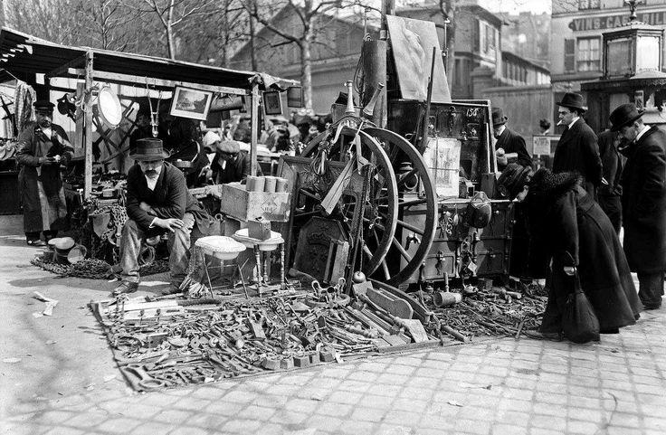 Foire à la Ferraille ou Foire au Jambon, boulevard Richard-Lenoir, Paris, mars 1921. Photo Agence Rol.