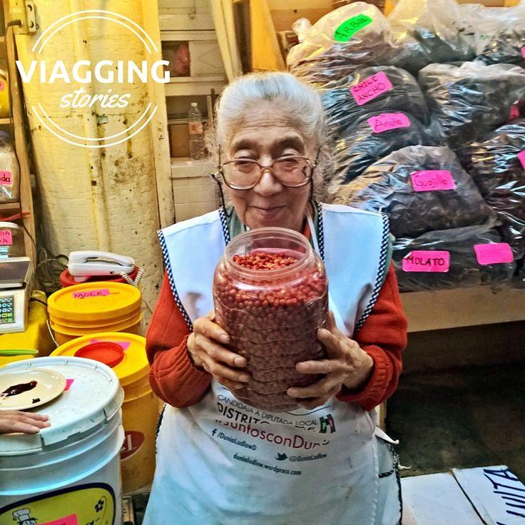 La signora Olivita. L'ho incontrata per caso al Mercado de San Juan a Città del Messico. Scopri di più: http://viagging.it/olivita-e-il-chiltepin/