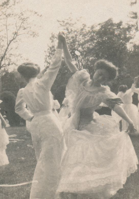 Sweet Briar College May Day, 1909. Sweet Briar College, some rights reserved. CC-BY-NC.