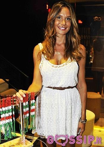 Nicole Minetti presenta il braccialetto 'Italia' del brand Cruciani: le foto - Foto e Gossip by Gossip News