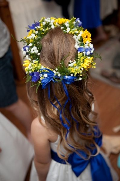 ///Super cute flower crown but no blue, just whites, peaches, yellows, oranges. colored ribbon or white are both great. your call or what you have /// cobalt blue & sunflower yellow http://pics.boards.weddingbee.com/203262.Screen_shot_2011-01-17_at_11.32.44_PM..png