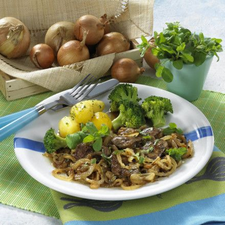 Hähnchenleber mit Schmorzwiebeln Rezept | LECKER