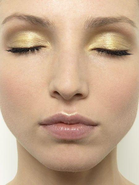 Make up nei toni dell'oro per occhi verdi - Tentazione Makeup - http://www.tentazionemakeup.it/2012/04/make-up-per-occhi-verdi/ #makeup #gold #eyes