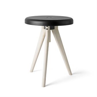 The smart Flip Around stool from Menu is designed by the design duo Norm and works both as a stool, tray and table. With just a few adjustments you can transform the Flip Around from a tray, to a table or why not to a comfortable stool