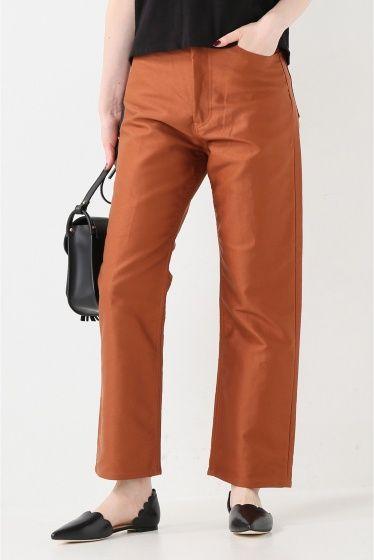 AURALEE モールスキンブーツカットパンツ  AURALEE モールスキンブーツカットパンツ 29160 しっかりとした張りのある生地が特徴のパンツ オレンジがかったブラウンカラーが綺麗でスタイリングのポイントに やや裾広がりのシルエットなのでコンパクトなトップスと好相性です 同生地でスカートのご用意もございます(AURALEE モールスキンスカート 品番16060810000830) AURALEEオーラリー  東京発のファッションブランド 高い技術とこだわりの素材を追求しコレクションを展開しています 素材それぞれの個性を十分に活かし毎日着ることに適した上質な軽さを感じられる洋服を提案します モデルサイズ:身長:165cm バスト:80cm ウェスト:58cm ヒップ:85cm 着用サイズ:S