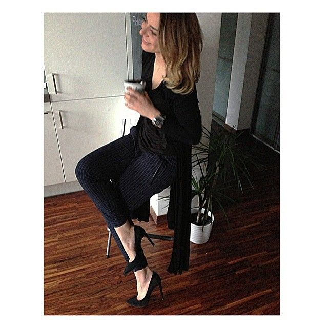 Agnesa w zamszowych czółenkach PM na Instagramie.  http://www.primamoda.com.pl/kolekcja-damska/czolenka/czarne-zamszowe-czolenka-na-szpilce-13421.html