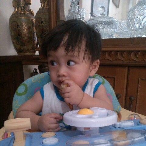 Abang Al sarapan roti panggang