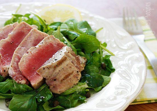 Grilled Tuna over Arugula with Lemon Vinaigrette by skinnytaste: Ready in 10 minutes, 297.8 calories/serving #Tuna #Salad skinnytaste