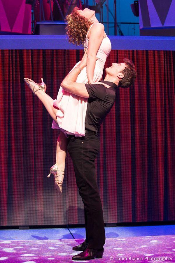 """DIRTY DANCING sarà in scena fino al 28 dicembre al Teatro Nazionale di Milano (al momento non è previsto un tour) è davvero """"The Classic Story On Stage""""."""