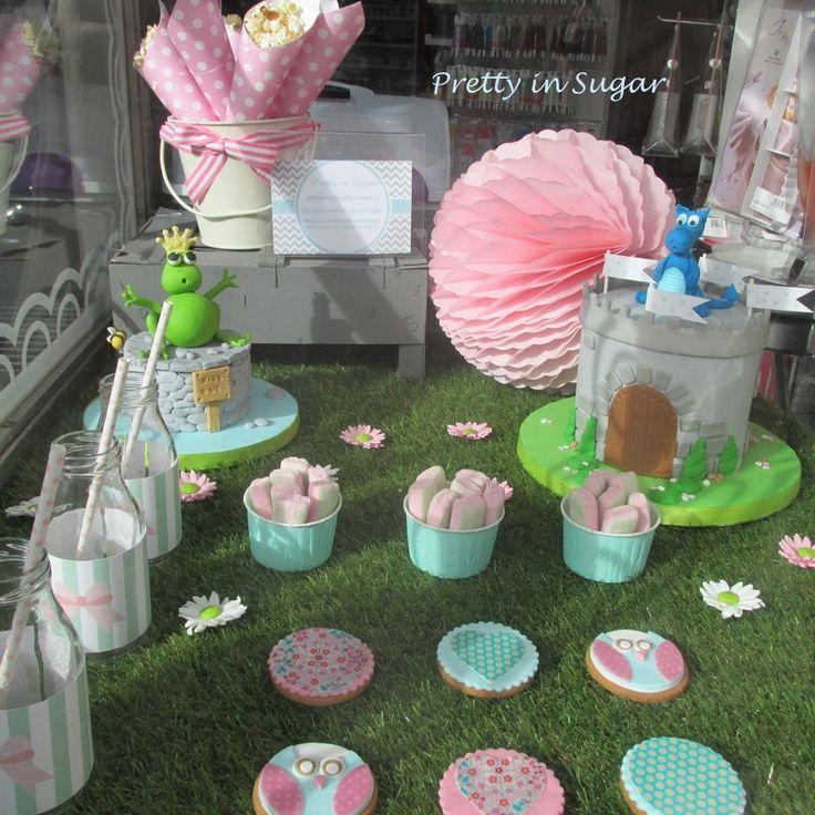 Era uma vez ... montra da Arte&Bolos, rua 5 de Outubro, Funchal | Once upon a time ... Dessert Table for window display.