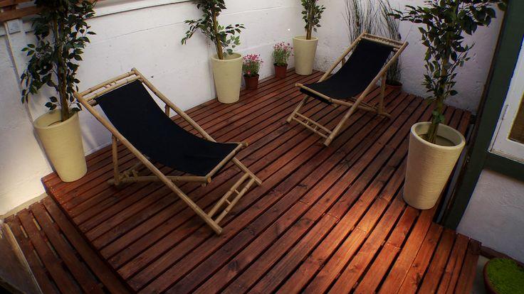 Un deck es una terraza de madera que puede estar elevada - Hacer terraza en piso ...