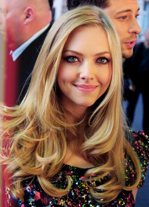 Amanda Seyfried- pink lips, curled ends                                                                                                                                                     More