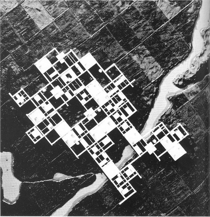 """Japanese architect Kisho Kurokawa survived the Ise Bay Typhoon in 1959 and his experience inspired the design for an """"Agricultural City"""" (1960). This megastructure project consists in a grid-like structure of concrete slabs raised on 4 m stilts on the agricultural soil and is meant to..."""