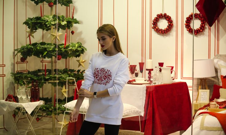 белый вариант удлиненного свитшота с принтом, петух, модный лук, подарок, символ 2017, НГ 2017, дизайнерская одежда