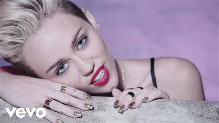 Miley Cyrus' official music video for 'We Can't Stop'. Click to listen to Miley Cyrus on Spotify: http://smarturl.it/MCSpot?IQid=MCWCS As featured on Bangerz...