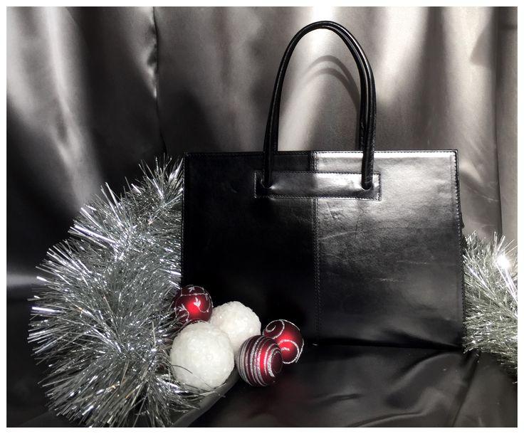 Carelli Italia lederen aktetas Roma zwart. Met deze chique aktetas ga je super elegant de zakelijke kerstborrel in!!