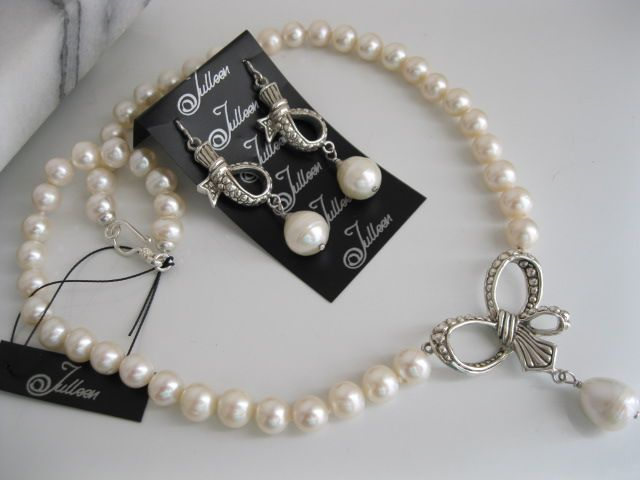 Sweet but sexy bows with white pearls