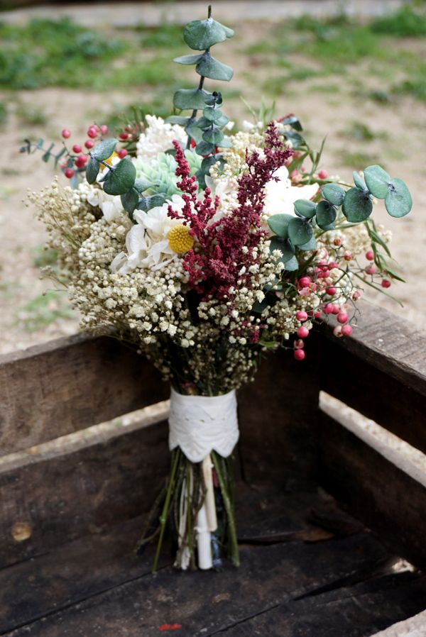 Completa tu look de boda con este especial ramo. Delight all your guests with this amazing #bouquet of flowers Check other #wedding tips in our boards