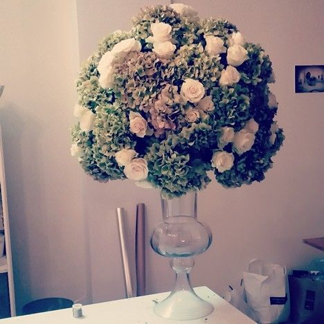 Centerpiece.. Green hydrangea and roses..autumnal event..