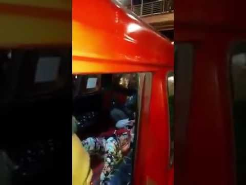 Detik detik polisi lumpuhkan aksi pemuda yg nekat Sandra seorang bayi di...