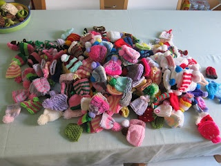 Glasgow Fort Stitch 'N' Bitch: The Big Knit - 200 hats collected in one night