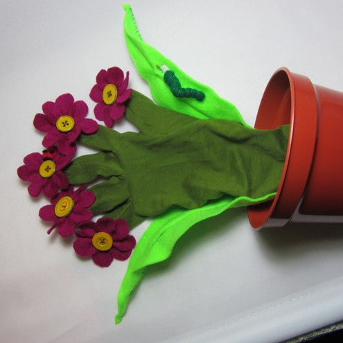 Flowerpot Glove Puppet- This is such a cool puppet. It would be great for counting, storytelling and so much more. #puppet #flowepot #kids