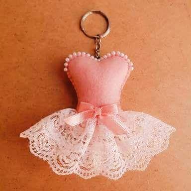 Esse lindo chaveiro pode ser usado como lembrancinha de aniversário de 15 anos….