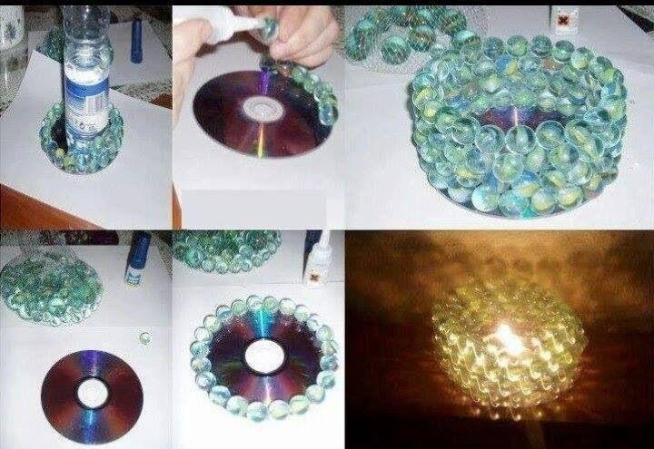 WOW! TOLLE IDEE! EInfach einen CD Rohling nehmen, ein paar Murmeln und Heißkleber! Und fertig ist ein toller Teelicht-Blickfang!