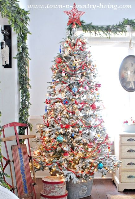Vintage Style Christmas Tree - so fun and festive!