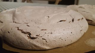 Minte Trup si Suflet: Tort de bezea cu crema de mascarpone si fructe