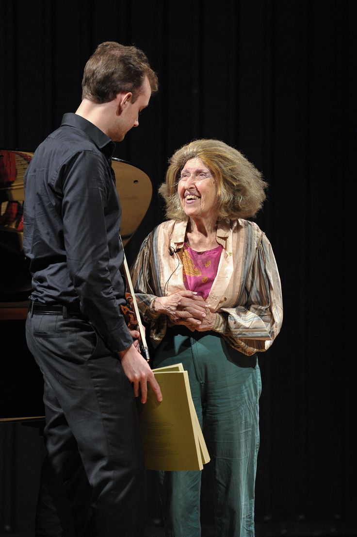 Legendary musician Ida Haendel visits the RCM to pass on her knowledge to the next generation of star performers. www.rcm.ac.uk/strings/highlights/idahaendelmasterclass