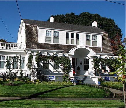 best 25 colonial house exteriors ideas on pinterest. Black Bedroom Furniture Sets. Home Design Ideas