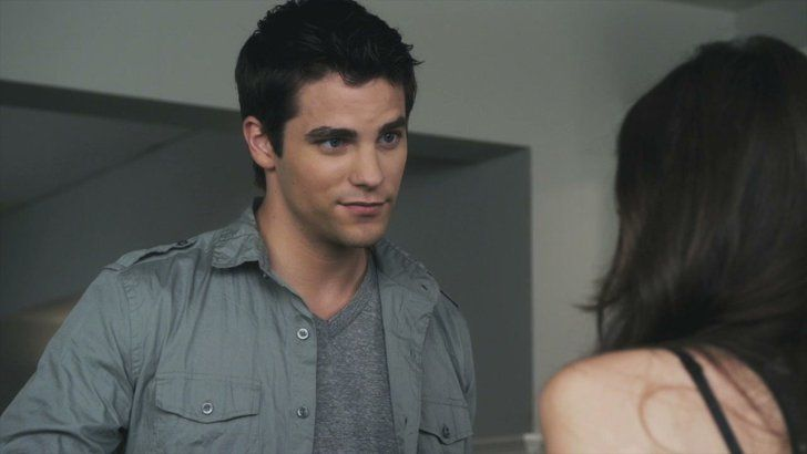 Pin for Later: So, How Old Is Everyone in the Pretty Little Liars Cast? Noel Kahn (Brant Daugherty) Noel's Age: 23 Daugherty's Age: 30 *Noel has not yet returned since the five-year time jump.