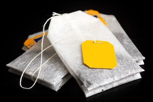 11 formas curiosas de reutilizar las bolsitas de té que desconocías La mayoría de personas desecha las bolsas de té luego de haber consumido esa bebida caliente llena de propiedades.