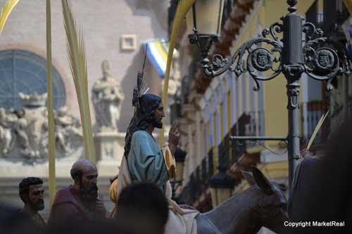 Procesión pasando ante El Pilar de Zaragoza
