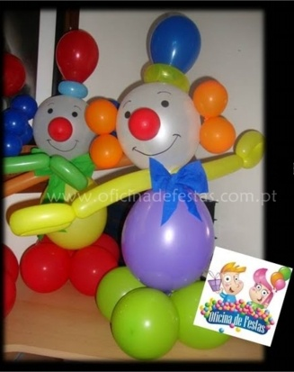 Balloon clown centerpieces.