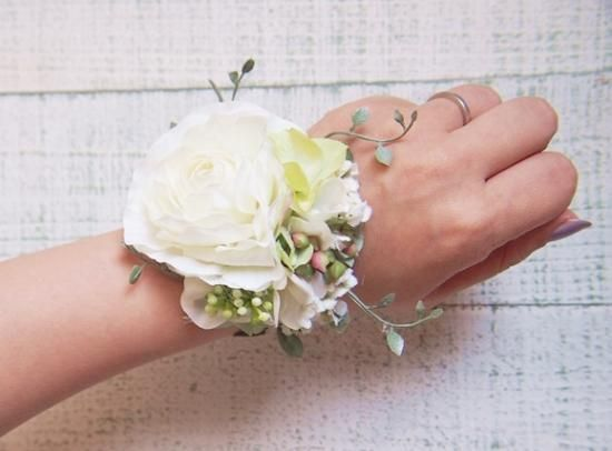 ラナンキュラス&小花とツタの花冠&リストレット2点SET - 大人可愛い花冠 ブライダル・ウェディング 【アルモニ】